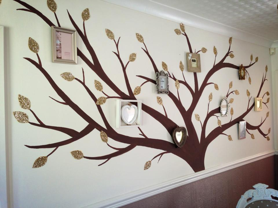 Glitter wallcovering tree design